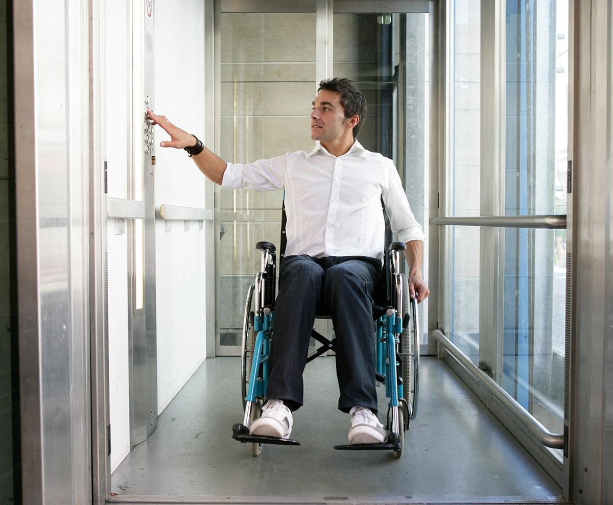Ascenseur adapté au handicap et à la mobilité réduite