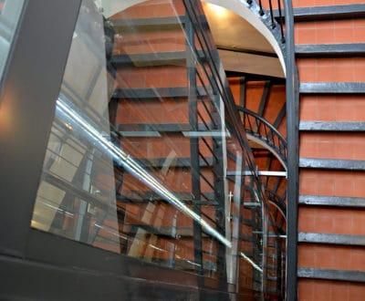 À Toulon, un ascenseur moderne dans les tommettes