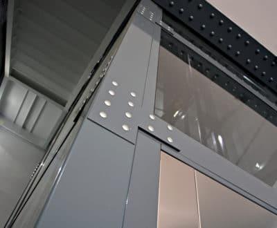 Ascenseur d'entreprise : habillage et finitions esthétiques