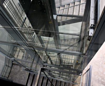 Ascenseur gearless et pylône vitré