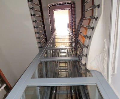Ascenseur et puit de lumière intégré au plus fin