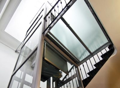Palier d'accès à un ascenseur créé entièrement